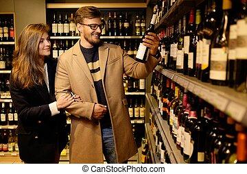 coppia, scegliere, alcool, deposito liquore