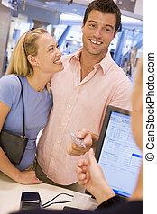 coppia, shopping, in, negozio