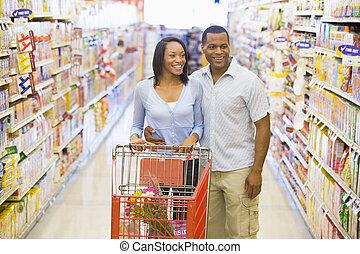 coppia, shopping, in, supermercato