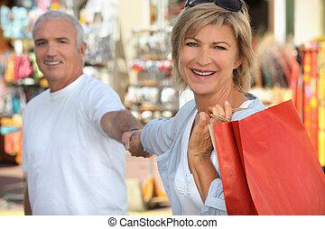coppia, shopping, maturo