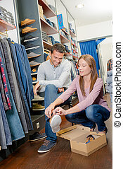 coppia, shopping, scarpa