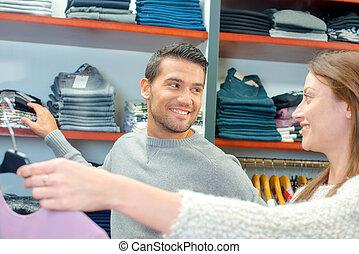 coppia, shopping, vestiti