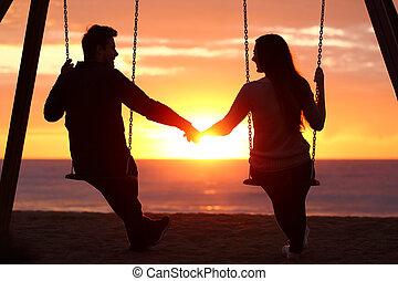 coppia, silhouette, tenere mani, osservare, uno, alba