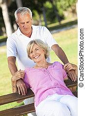 coppia, sole, esterno, anziano, sorridere felice