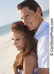 coppia, spiaggia, romantico, abbracciare