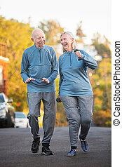 coppia, sposato, camminare insieme, esterno