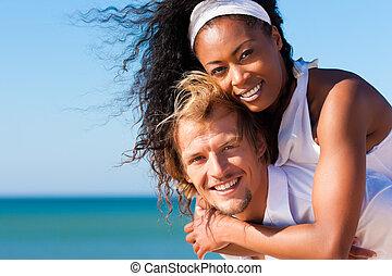 coppia, su, soleggiato, spiaggia, in, estate