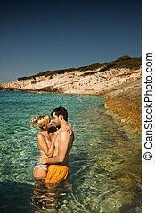 coppia, su, uno, spiaggia tropicale