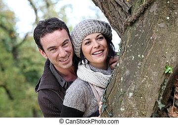 coppia, vicino, uno, albero
