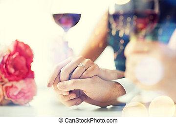 coppia, vino, occupato, occhiali