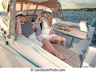 coppia, yacht, giovane, rilassante, felice