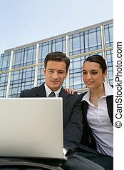 coppie affari, esterno, posto lavoro