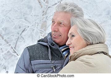 coppie maggiori, in, inverno
