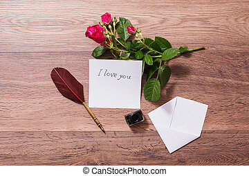 copyspace, valentine, tinta, photography., card., colocar, day., fondo., pluma, fuente, conceptual, roses., blanco, simulado, saludo, plano, sobre, boda, puntas, de madera, arriba, rojo, invitación, pen.