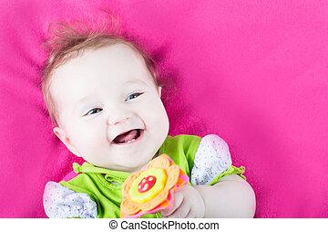 cor-de-rosa, brinquedo, dela, cobertor, flor, menina bebê, tocando