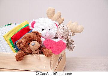 cor-de-rosa, coração, escola brinca, copyspace, pelúcia, livros, grande, concept., roupas, caixa, urso, toys., doação, text., materiais, doar, hands.