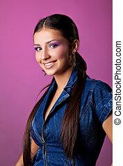cor-de-rosa, cute, mulher, calças brim, jovem, retrato
