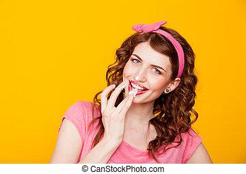 cor-de-rosa, lambe, come, dedos, pinup-style, menina, vestido, creme