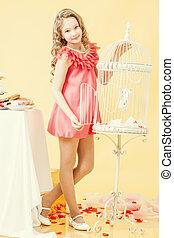 cor-de-rosa, pequeno, elegante, posar, menina bonita, vestido