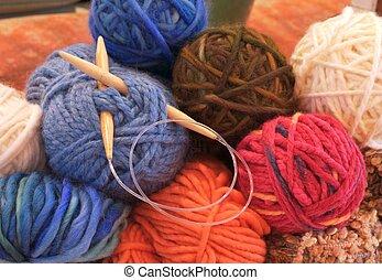 cor, tricotando