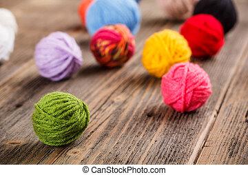 cor, woolen, clews