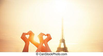 coração, amantes, parisian, mostrando, eiffel, dois, formas, t, mãos