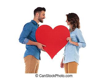 coração, amor, grande, par, segurando, vermelho, feliz
