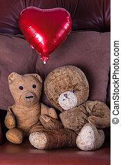 coração, antigas, pelúcia, valentines, par., urso, day., balloon., envelhecido, vermelho