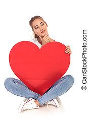 coração, assento mulher, pensando, grande, enquanto, segurando, vermelho