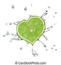 coração, de, lima, derrubado, em, água, isolado, branco
