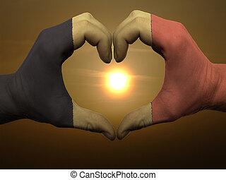 coração, feito, amor, colorido, símbolo, bandeira, gesto, mãos, bélgica, durante, mostrando, amanhecer