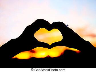 Coração, formado, silueta, dois, mãos