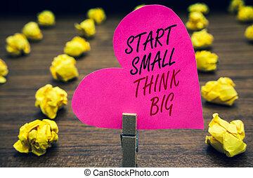 coração, foto, mente, amarela, algo, ter, woody, cor-de-rosa, lobs., início, coisas, escrita, poucos, escrito, paperclip, texto, conceitual, negócio, mostrando, mão, ter, grande, chão, inicie, big., pequeno, pensar