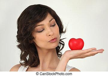 coração, mulher, dela, deitando, mão, palma