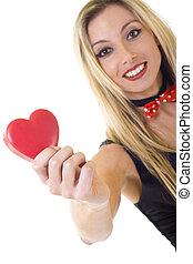 Coração, mulher, grande, segurando, sorrindo, vermelho