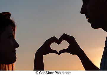 coração, símbolo, em, pôr do sol