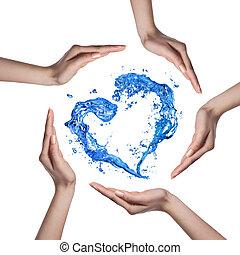 corazón, de, agua, salpicadura, con, manos humanas, aislado,...