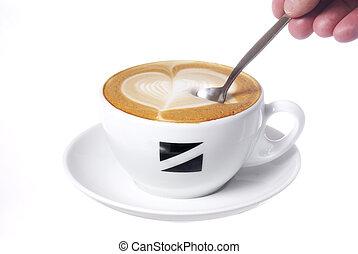 corazón, dibujado, en, latte, con, spoon.