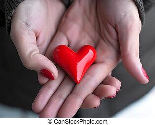 corazón, en, mujer, manos