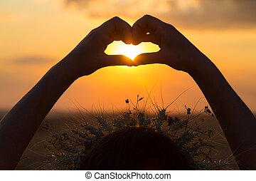 corazón, silueta, símbolo, ocaso, manos, elaboración, niña