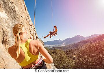 corde, couple, grimpeurs, assurage, rocher