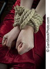 corde haut, attaché, mains