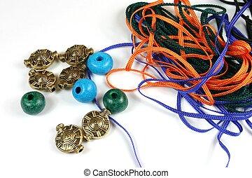 corde, perles, métier