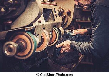 cordonnier, machine., chaussures, exécute, broyeur, métier, studio