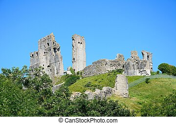 Corfe castle. - View of Corfe castle on the hilltop, Corfe,...