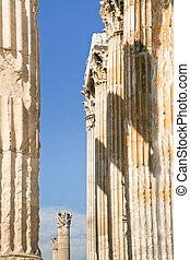 Corinthian columns of Temple of Zeus, Athens