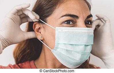 coronavirus, empêcher, healthcare, portrait, figure, soi, -, mûrir, enduisage, gants, chirurgical, emprisonnement, couronne, concept, virus, masque, gens, quarantaine, femme, arrêt, porter