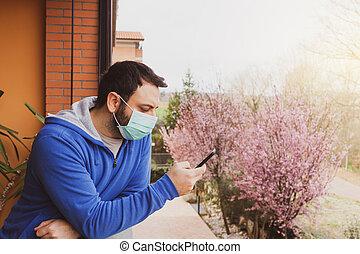 coronavirus, máscara, utilizar, caucásico, hogar, mirar, durante, cuarentena, móvil, debido, terraza, teléfono, hombre, covid19, afuera, pandemia, joven