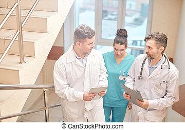 coronavirus, médecins, discuter, infection