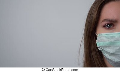 coronavirus, masque, covid-19., moitié, ou, protecteur, regarder, face femelle, mettre, protéger, femme, appareil-photo., jeune